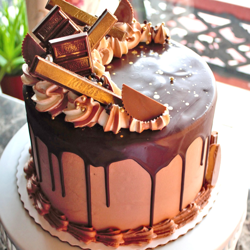Candy Bars With Gold Topped Cake